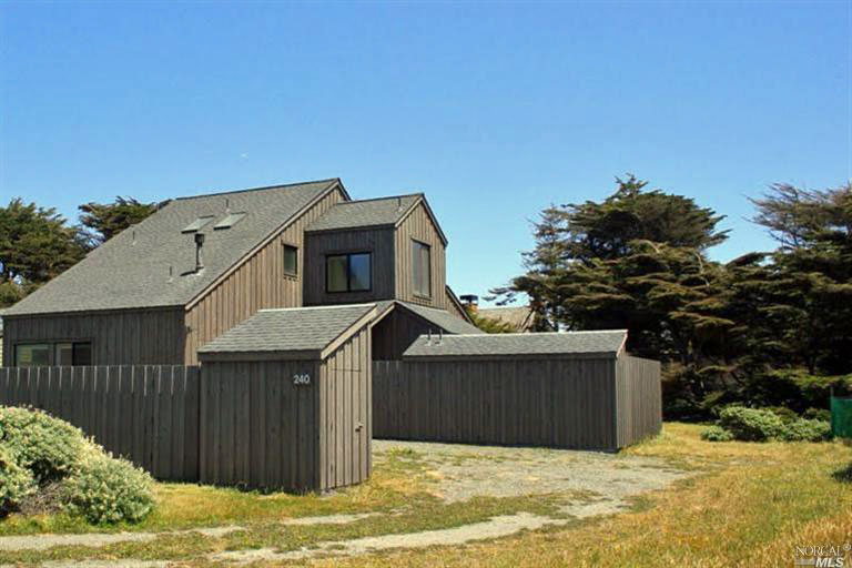 Gallery meadow residence bob hartstock design the sea for Board and batten farmhouse